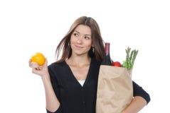Einkaufstasche voll der vegetarischen Lebensmittelgeschäfte Stockfoto