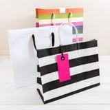 Einkaufstaschen mit rosa Tag Stockfotografie