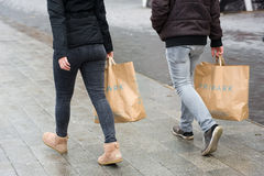 Einkaufstaschen von Primark stockfotografie