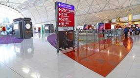 Einkaufsviertel internationalen Flughafens Hongs Kong Stockfoto