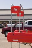 Einkaufswagen bringen Zeichen zurück Stockbilder