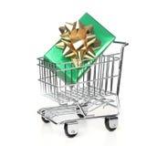 Einkaufswagen mit eingewickeltem Feiertags-Geschenk Stockfotografie
