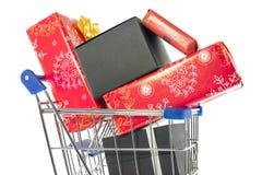 Einkaufswagen mit Geschenken Stockbild