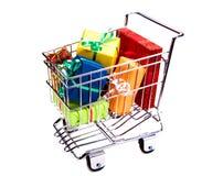 Einkaufswagen mit Geschenkkästen Lizenzfreies Stockbild