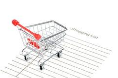 Einkaufswagen und Einkaufsliste Stockfoto