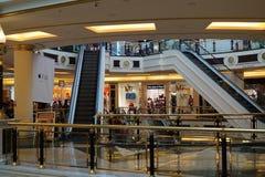 Einkaufszentreninnenraum Lizenzfreie Stockfotos