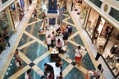 Einkaufszentreninnenraum Stockbilder