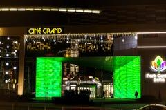 Einkaufszentrumfassade nachts Lizenzfreies Stockbild