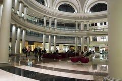 Einkaufszentrumstühle in der Haube Stockfotos