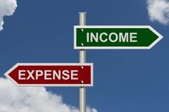 Einkommen gegen Ausgabe Lizenzfreies Stockbild