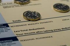 Einkommenaussage, die Einkommens- und Steuerzahlen für BRITISCHE Steuererklärung zeigt Lizenzfreie Stockbilder