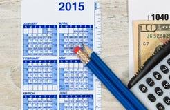 Einkommenssteuer-Vorbereitung für das Jahr Stockbild
