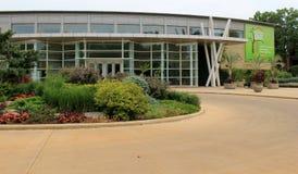 Einladender Gehweg und Gärten, die Gäste in Cleveland Botanical Gardens, Ohio, 2016 führen Lizenzfreie Stockfotografie