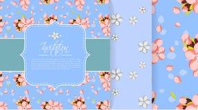 Einladungs- oder Grußkartenschablone mit rosa Mandel blüht Nahtlose Hintergründe plus Stockfoto
