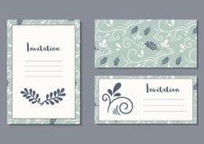 Einladungskarte mit Typografie und botanischem Muster Hochzeits- oder Geburtstagsfeiern schablone Lizenzfreie Stockfotografie