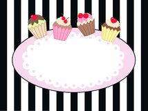 Einladungszeichen oder -aufkleber mit kleinen Kuchen Lizenzfreie Stockfotografie
