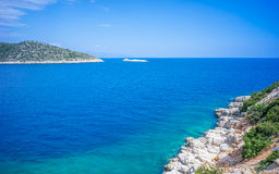 Einlass des Ägäischen Meers im Sommer Stockfotos