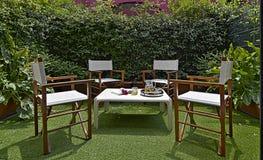 Einrichtungen für einen kleinen Garten im Hinterhof stockfoto