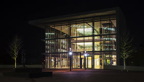 Die Architektur in Dusseldorf in Deutschland nachts Lizenzfreie Stockfotos