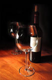 Eins mit Rotwein, man ist leer Lizenzfreies Stockfoto