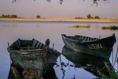 Einsame Boote Lizenzfreies Stockfoto
