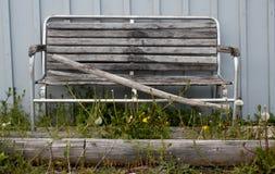 Einsame Holzbank Stockfotos
