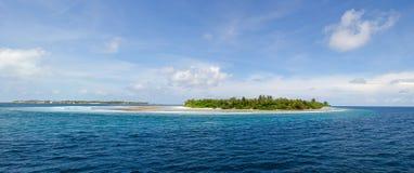 Einsame Insel im Meer Stockfotos