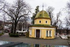 Einsame kleine Kirche lizenzfreie stockbilder