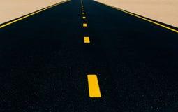 Einsame Wüstenstraße Stockbilder