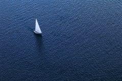 Einsame Yacht stockfotografie
