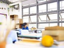 Einsamer asiatischer Schüler Lizenzfreies Stockfoto