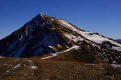 Einsamer Berg Stockfoto
