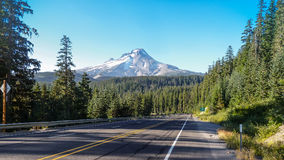 Einsamer Berg Lizenzfreie Stockfotos