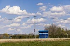 Einsamer Busbahnhof Stockfoto