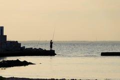 Einsamer Fischer lizenzfreie stockfotografie
