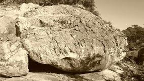 Einsamer Fluss-Stein Lizenzfreies Stockbild