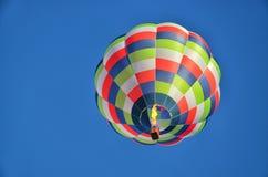 Einsamer Heißluft-Ballon 2 Lizenzfreie Stockfotografie