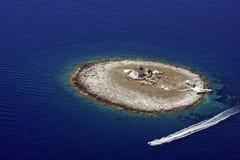 Einsamer Inselleuchtturm Stockfotografie