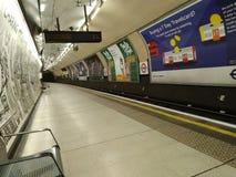 Einsamer Metro U-Bahnhof London Vereinigtes K?nigreich stockfoto