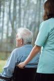 Einsamer Senior im Pflegeheim stockbilder