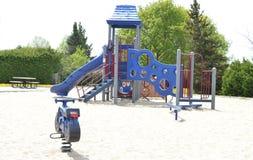 Einsamer Spielplatz - Kinder müssen aktiver erhalten Lizenzfreie Stockbilder