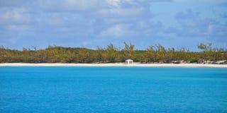 Einsamer Strand in Bahamas Stockfoto