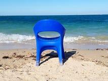 Einsamer Stuhl lizenzfreies stockbild
