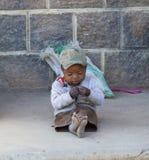 Einsames afrikanisches Baby Stockfoto