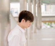 Einsames asiatisches Mann-Mageres der Pole Lizenzfreie Stockfotos