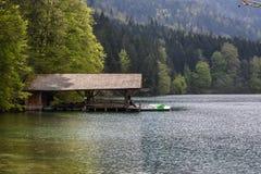 Einsames Bootshaus Lizenzfreie Stockbilder