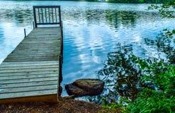 Einsames Dock ohne ein Boot stockfotografie