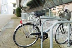 Einsames Fahrrad Lizenzfreies Stockbild