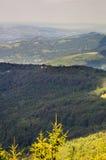 Einsames Haus in den Bergen von Bulgarien Lizenzfreie Stockfotos