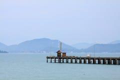 Einsames Haus im Meer Stockbild